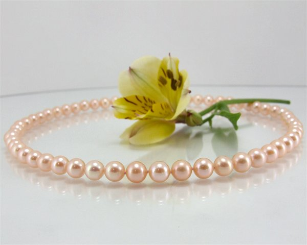 Peach pearl necklace at SelecTraders