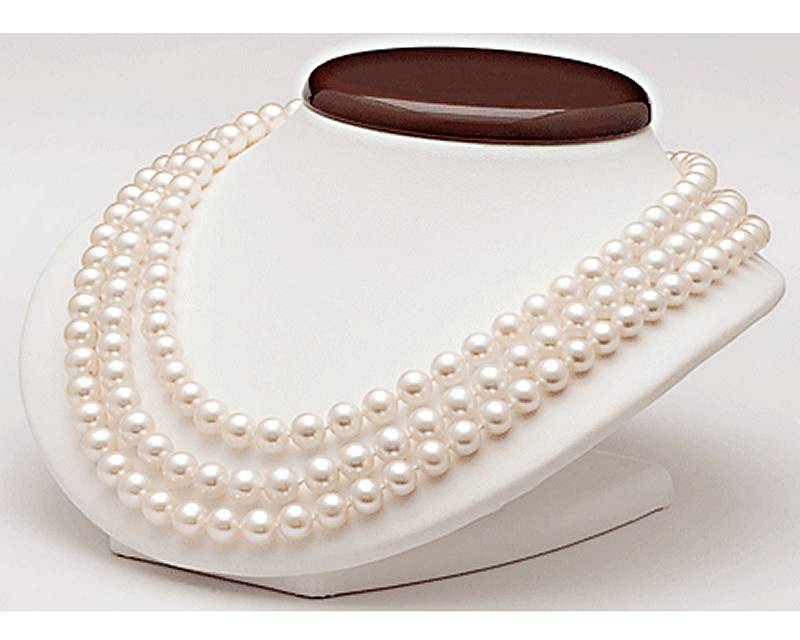Triple strand pearl necklace at SelecTraders