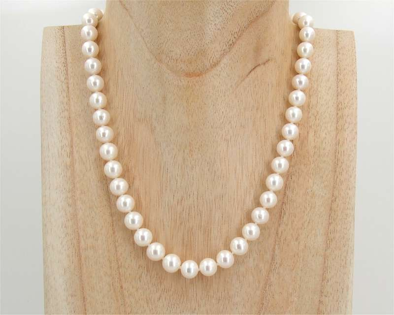 Freshwater Pearl Necklaces at SelecTraders