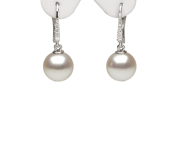 Pearl Ear Studs at SelecTraders