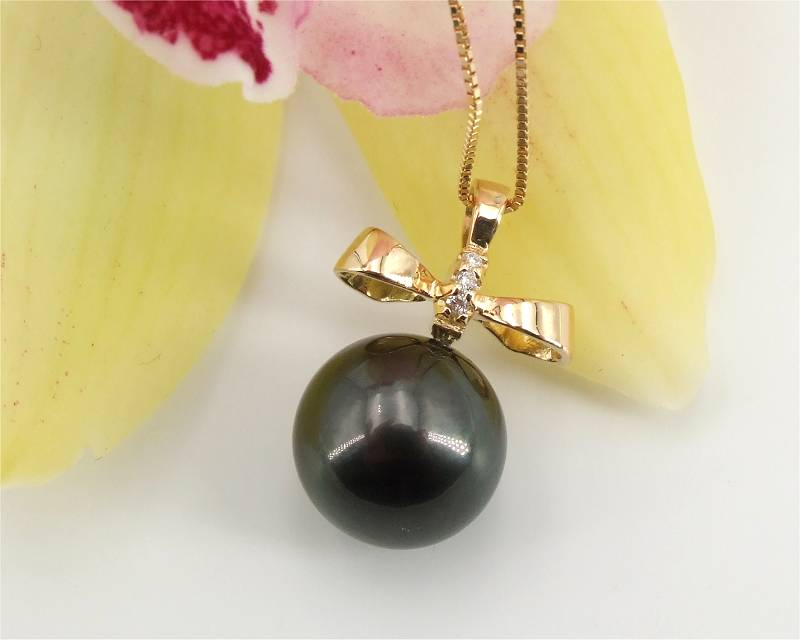 Pendant with Tahitian pearl from Selectraders