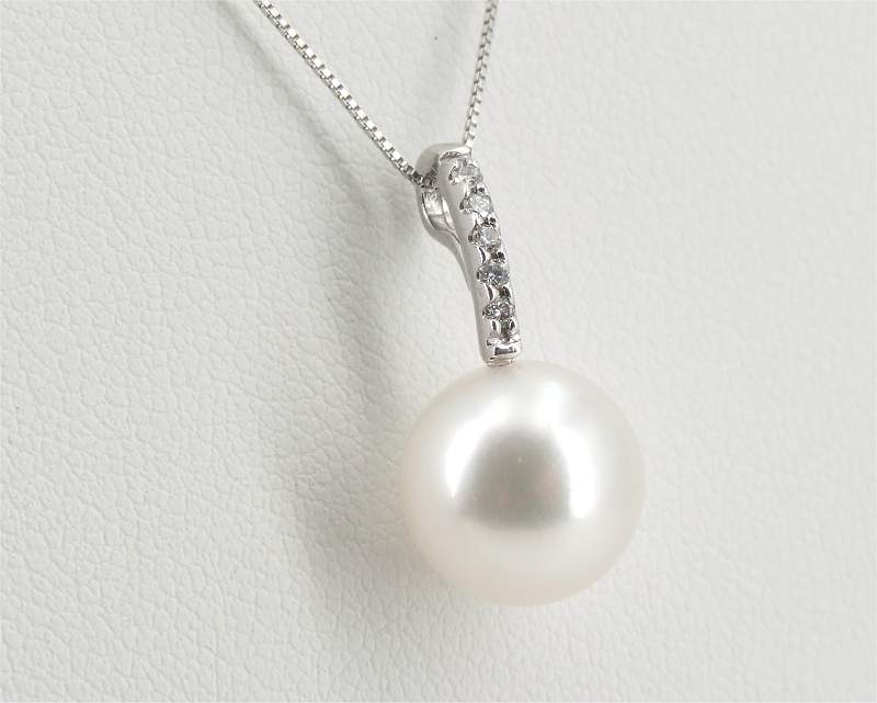 White South Sea Pearl Pendant at Selectraders