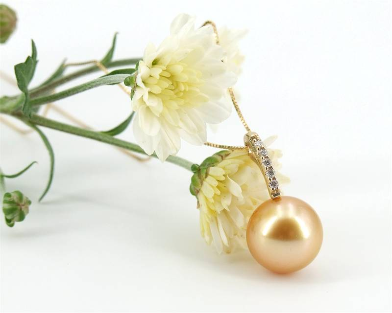 Pendant with Golden South Sea Pearl