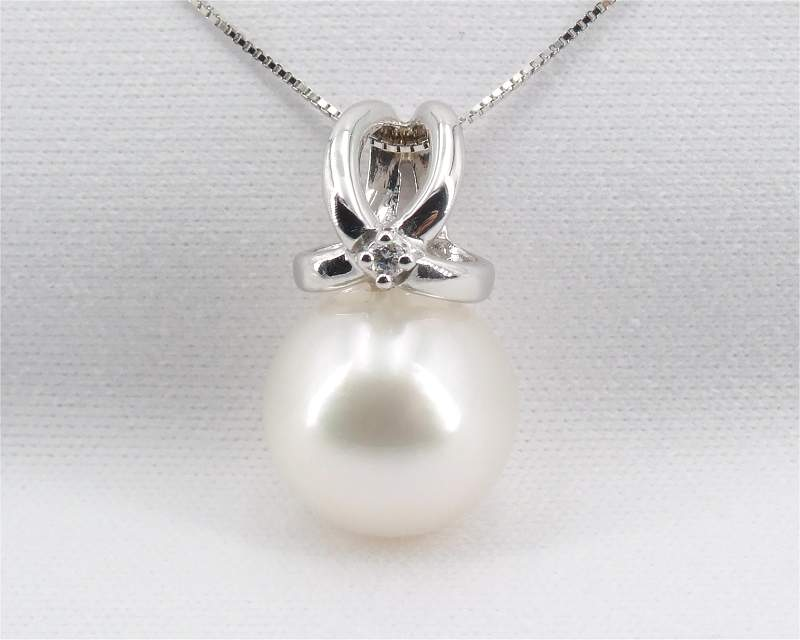 Pendant with White South Sea Pearl