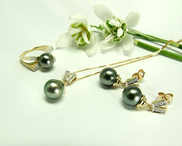 Chocolate Tahitian pearl pendant at Selectraders