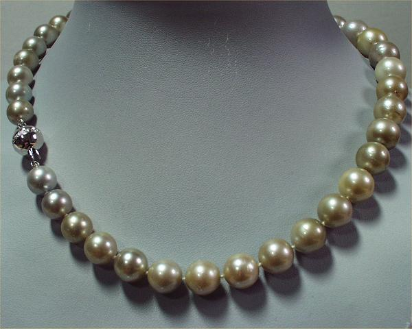 Multicoloured Pearls at SelecTraders