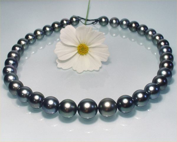 Round Pearls at SelecTraders